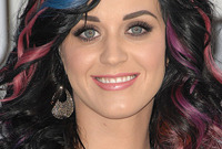 Katy-perrys-colorful-makeup-side